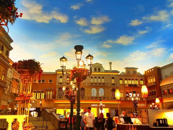 St mark 39 s square in the venetian hotel vegas food fun for Cuisine las vegas