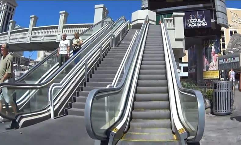 walking escalators on las vegas strip